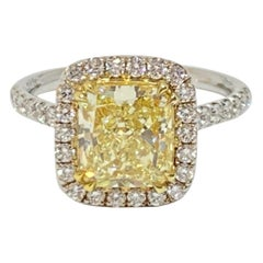 Cushion Light Fancy Yellow and Round Diamond Solitaire Ring 18 Karat 2.51 CT VS1