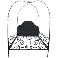 Maßgefertigtes Queen-Size-Bett aus schwarzem Eisen