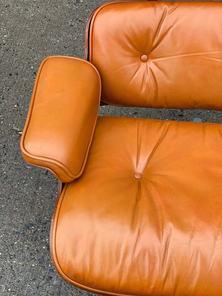 Custom Eames Lounge Chair and Ottoman in Burnt Orangr In Good Condition For Sale In Brooklyn, NY