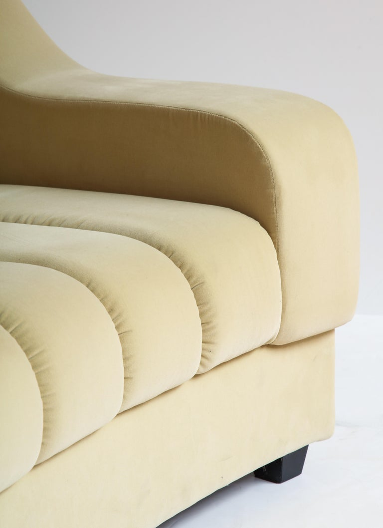 Segmented Curved Sofa in the Style of Desede in Imported Beige Velvet, Italy In New Condition For Sale In New York, NY