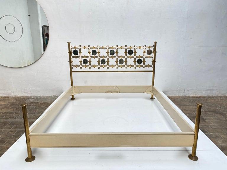 Custom Order Osvaldo Borsani Bed with a Series of 9 Enameled Sculptures, 1958-60 For Sale 6