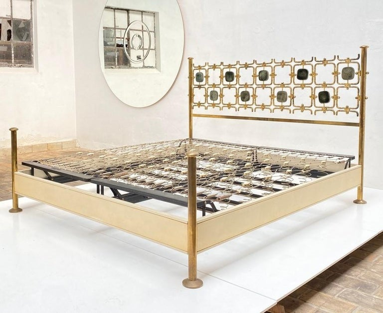 Beautiful and important brass bed by Osvaldo Borsani, comes with a certificate of authencity from the Osvaldo Borsani archive. Stunning all original example, nothing has been restored or modified.   This particular series of beds were only