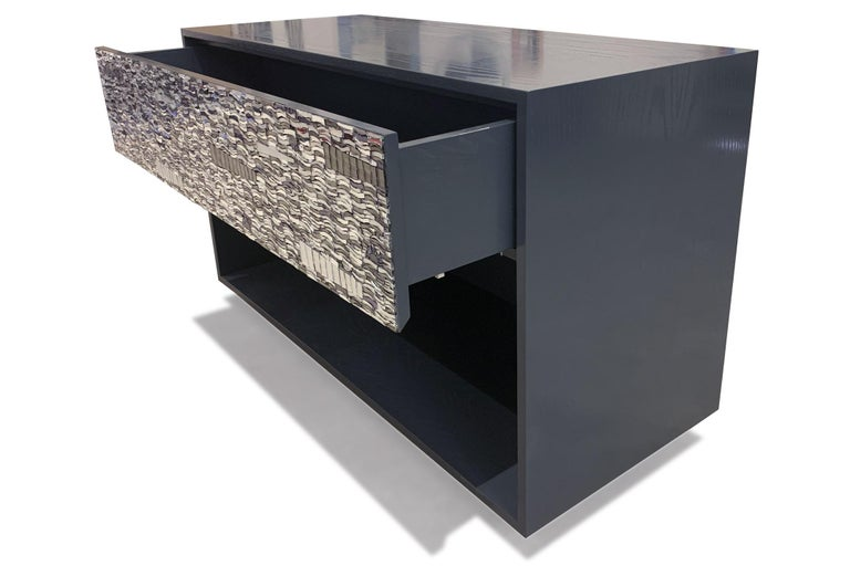 American Customizable Gray Lacquered Ravenna Glass One-Drawer Nightstand by Ercole Home For Sale