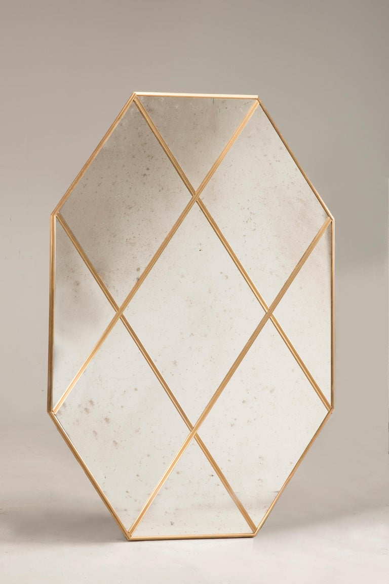 Pescetta presents its new collection of contemporary customizable brass frame mirrors. With frame made of brass and multi panels window look, these mirrors replicate the idea of early 20th century Art Deco style. They suit both modern spaces which