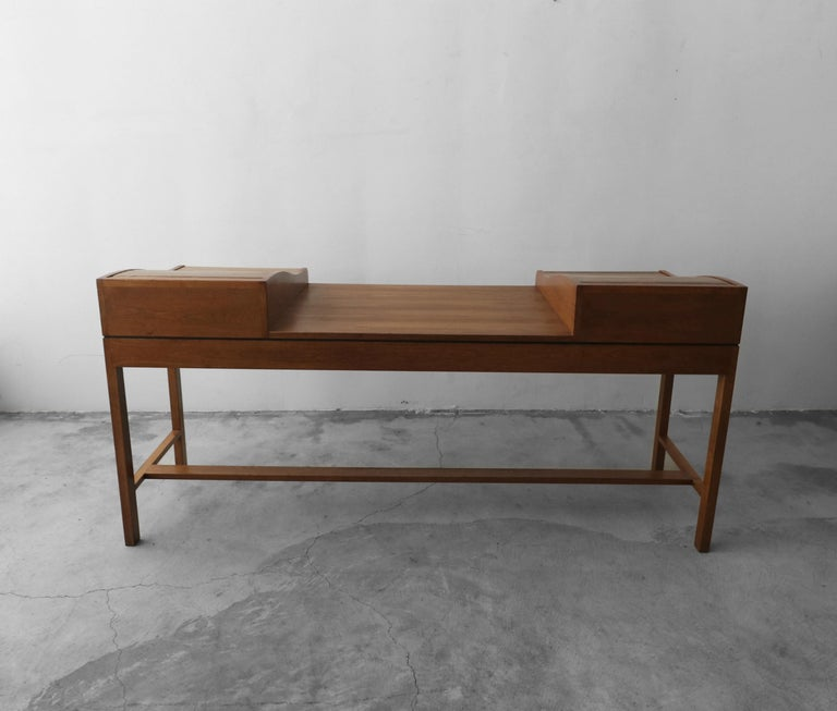Customized Midcentury Rosewood and Walnut Desk by Edward Wormley for Dunbar 6