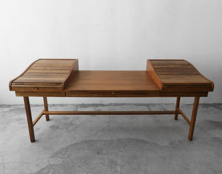 Customized Midcentury Rosewood and Walnut Desk by Edward Wormley for Dunbar In Good Condition In Las Vegas, NV