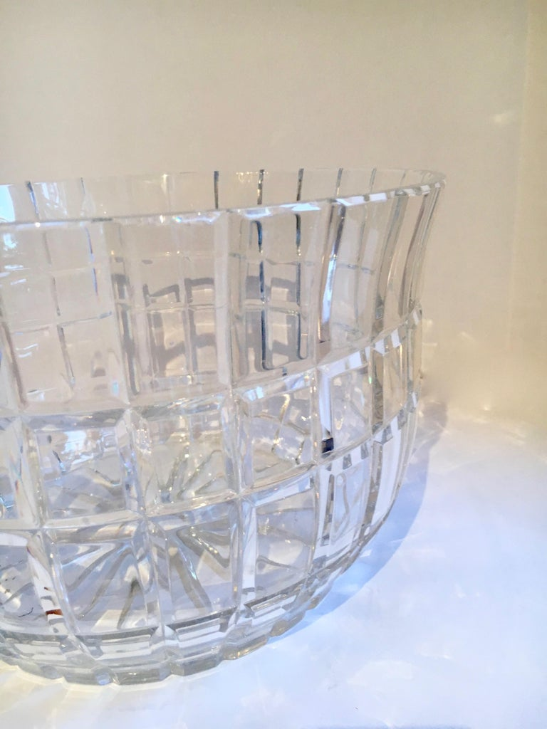 Cut Crystal Serving Bowl In Good Condition For Sale In Los Angeles, CA