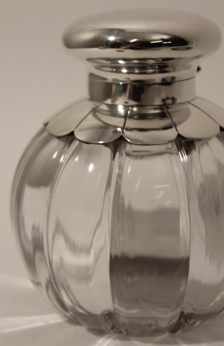 Cut Crystal Silver Floral Design Inkwell and Base, John Grinsell & Sons, 1890 In Good Condition For Sale In London, GB