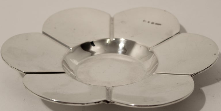 Cut Crystal Silver Floral Design Inkwell and Base, John Grinsell & Sons, 1890 For Sale 2
