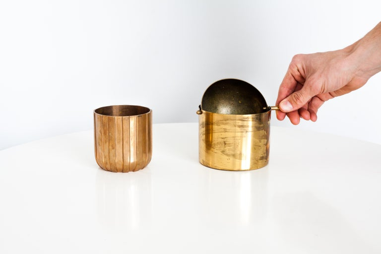 The brass variation of the cylinda-line ashtray by Arne Jacobsen for Stelton is a rare edition. The top half-sphere smoothly rotates to depose of ash in the bucket below. Function and simple but yet an elegant solution made of enduring