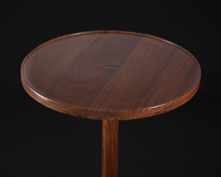 Honoring the process of craftsmanship, geometry makes poetry in the Mesa Monterrey. The table is turned by hand; the base is made of a marble cylinder, the top is made of solid tzalam wood. With strength, resistance, and honesty in the raw materials