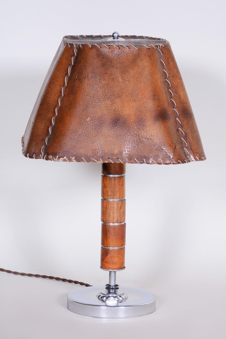 Czech Art Deco Table Lamp, Fully Restored, 1920s, Walnut, Chrome and Parchment In Good Condition For Sale In Horomerice, CZ