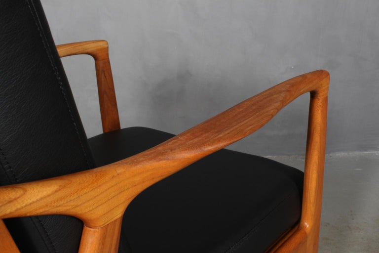 Czech Design, Two Lounge Chairs, Oak and New Upholstered with Black Leather For Sale 6