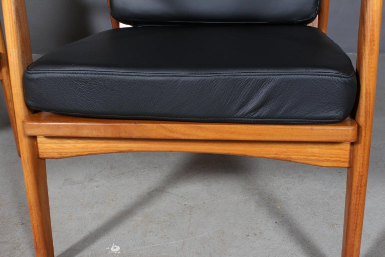 Czech Design, Two Lounge Chairs, Oak and New Upholstered with Black Leather For Sale 2
