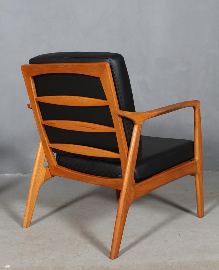 Czech Design, Two Lounge Chairs, Oak and New Upholstered with Black Leather For Sale 3