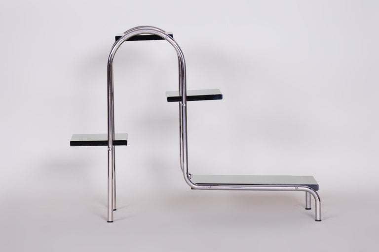 Czech Green Bauhaus Style Chrome Étagère by Robert Slezák, Lacquered Wood, 1930s In Good Condition For Sale In Prague 1, CZ
