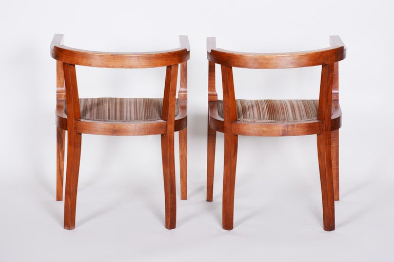 Czech Pair of Walnut Art Deco Armchairs, Original Good Condition, 1920s In Good Condition For Sale In Horomerice, CZ
