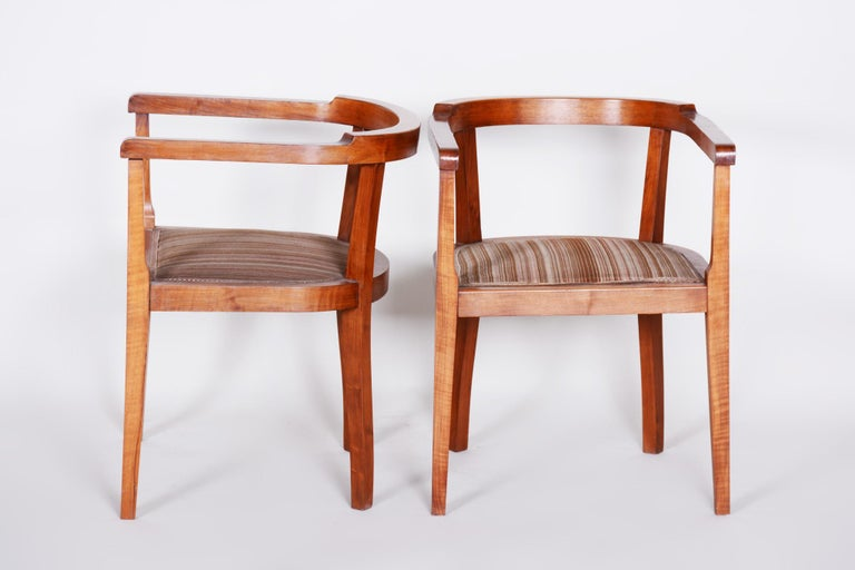 Early 20th Century Czech Pair of Walnut Art Deco Armchairs, Original Good Condition, 1920s For Sale
