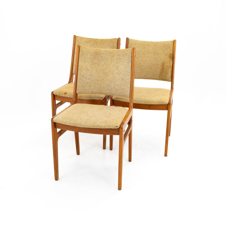 D-Scan mid century dining chair - set of 3 Each chair measures: 18.5 wide x 21 deep x 33.5 high, with a seat height of 18.5 inches  All pieces of furniture can be had in what we call restored vintage condition. That means the piece is restored