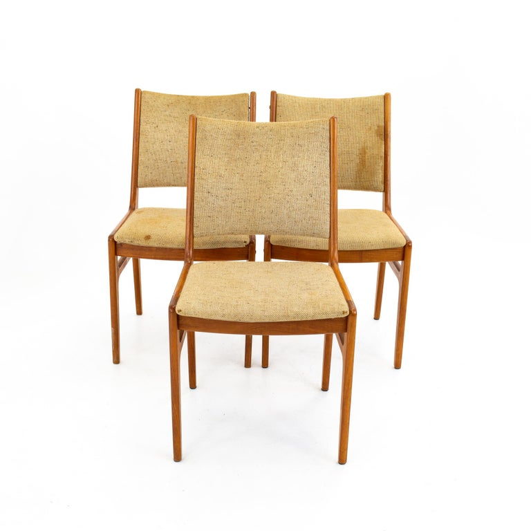 Mid-Century Modern D-Scan Mid Century Dining Chair, Set of 3 For Sale
