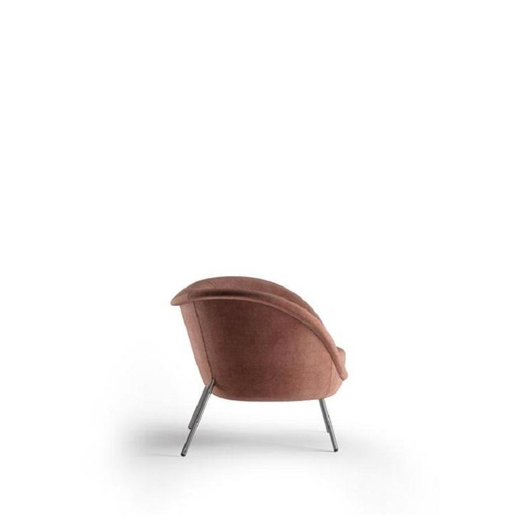 Armchair with round medium backrest and brass structure   100% Made in Italy Residential and commercial spaces design versatility Completely removable covers.