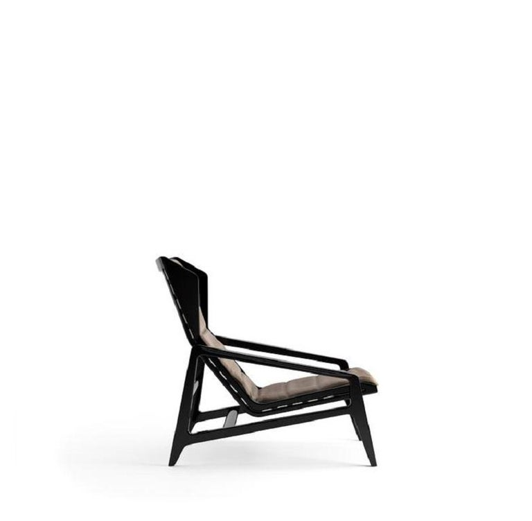 Designed by Gio Ponti and produced for Altamira, an American company founded by the nephew of the Spaniard De Cuevas, was displayed in the company's showroom in New York, along with furniture by Ico Parisi, Franco Albini, Carlo De Carli, Ignazio