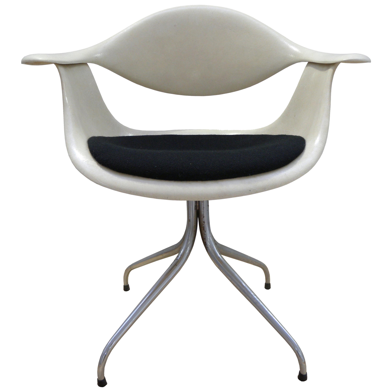 DAF Swag Leg Chair