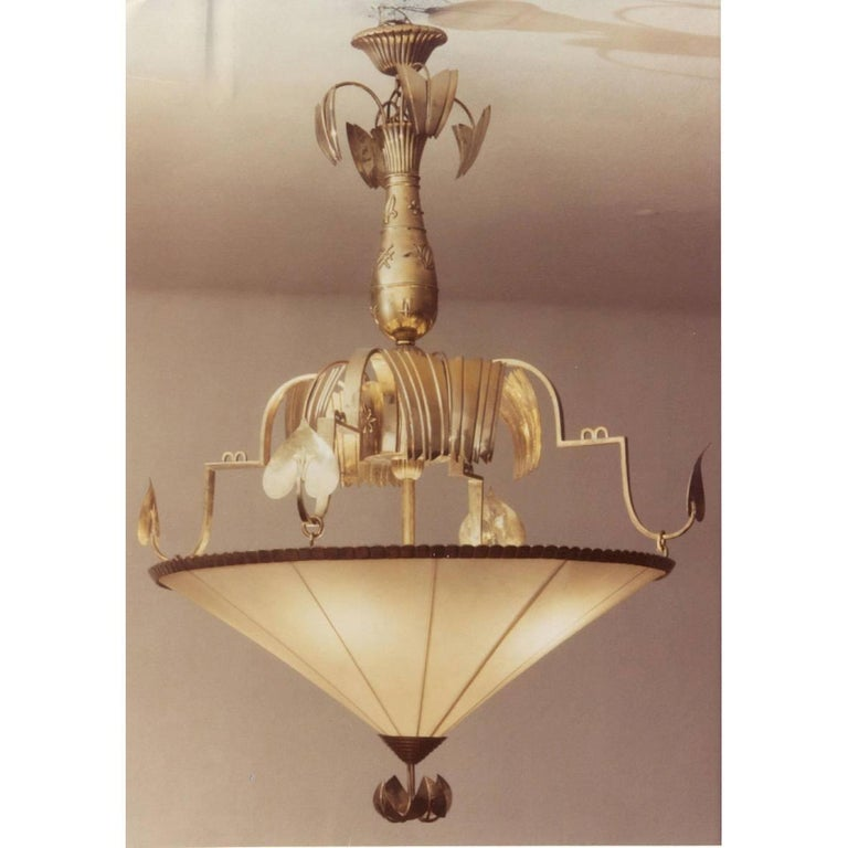 Originally owned by Woka, the lamp has been sold at the Viennese auction-house