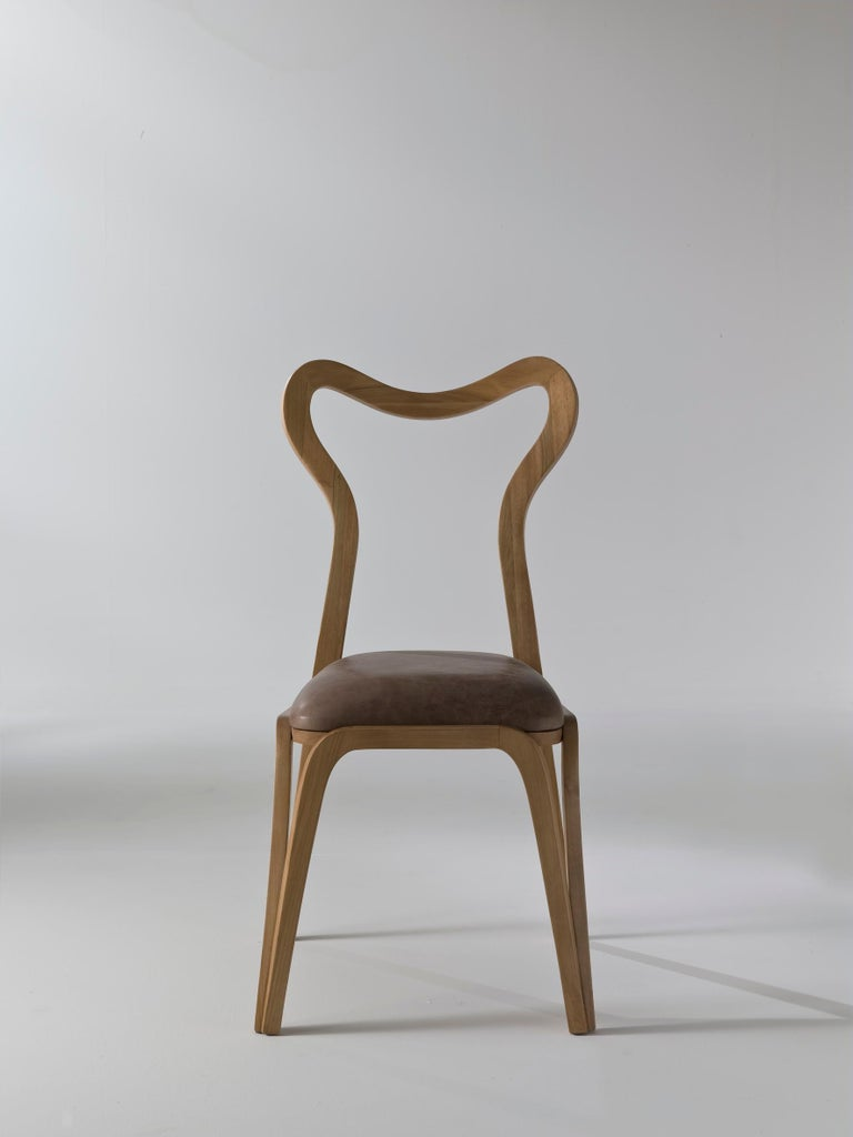 Conceived to live alongside the Stag table, the Daina chair by Nigel Coates is inspired by the flexibility of the fallow deer as well as the roundness and grace of the female body, giving it further elegance and lightness. The structure made of