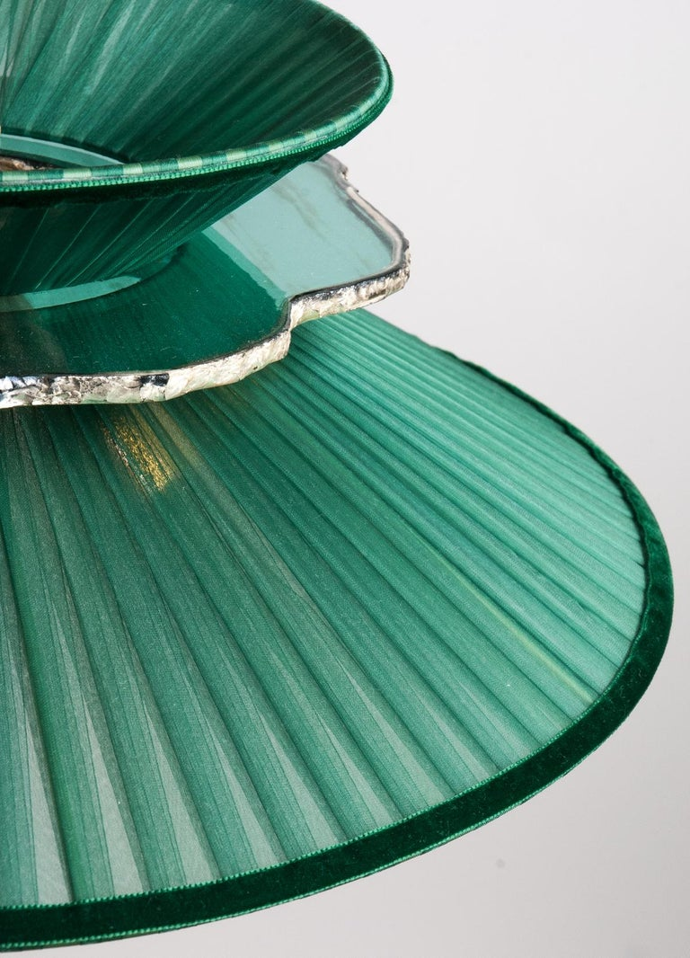 Modern Daisy Contemporary Table Lamp Emerald Silk Glass Silvered Necklace, Gloss Brass For Sale
