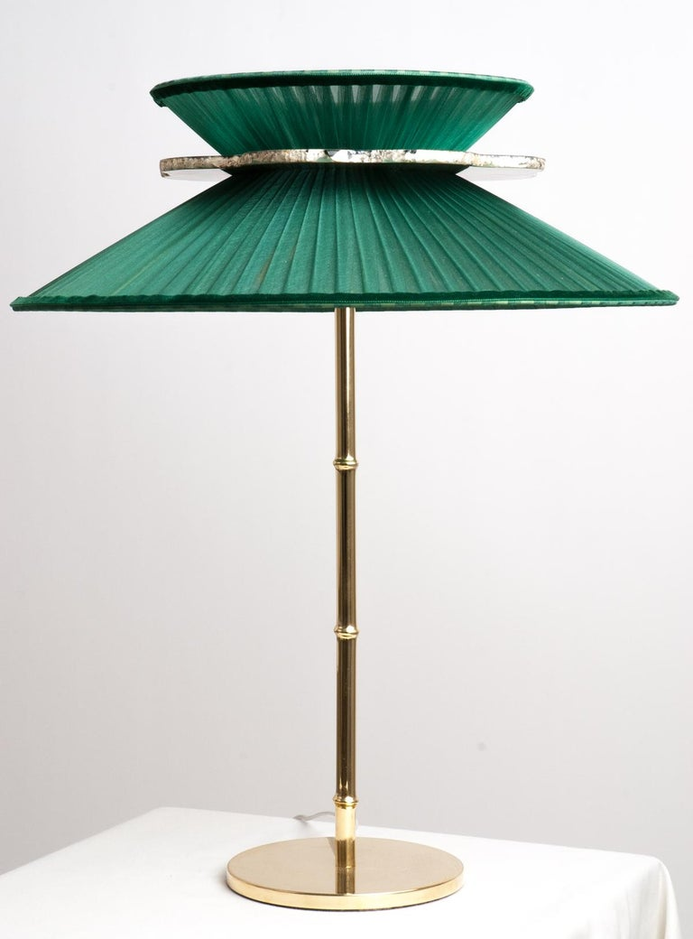 Italian Daisy Contemporary Table Lamp Emerald Silk Glass Silvered Necklace, Gloss Brass For Sale