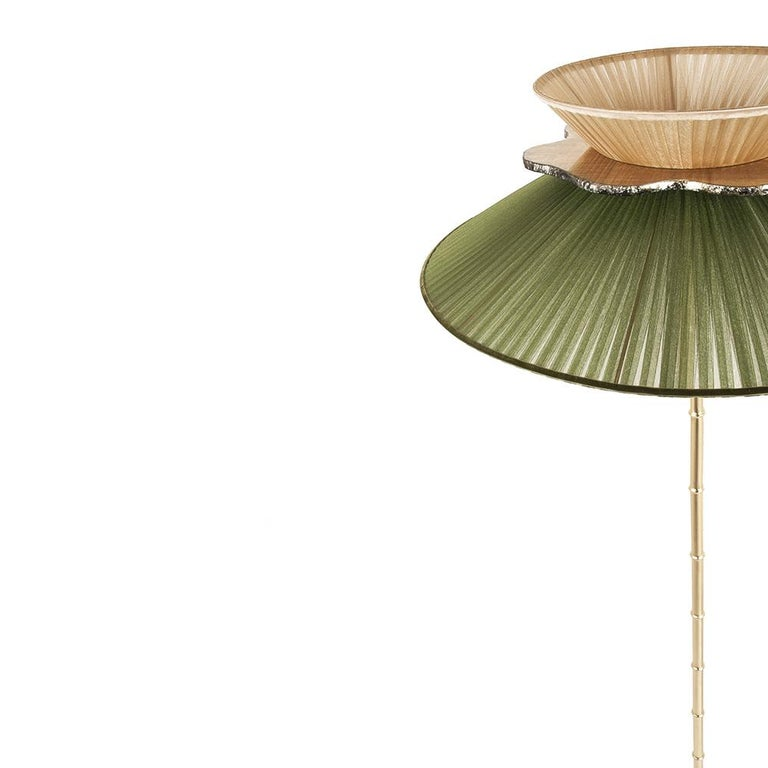This light object is a contemporary piece, entirely made in Tuscany-Italy and 100% of Italian origin. Daisy is inspired by flowering of the daisy with her timeless simple charm.  Attractive, elegant, available in many versions, sizes, colors, to