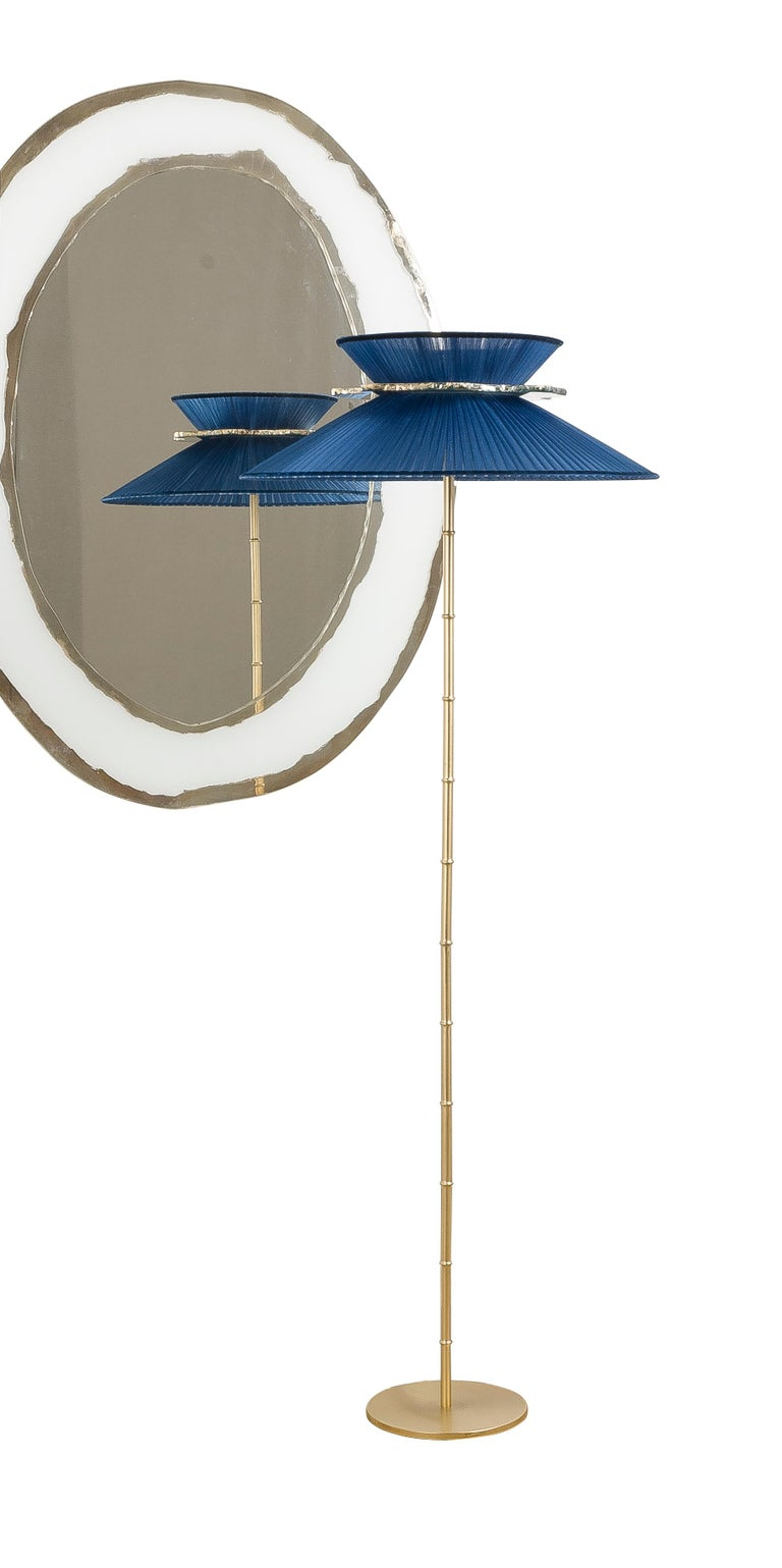 Daisy Standing Lamp in Brass, Sapphire Silk Silvered Glass Necklace Handmade For Sale 6