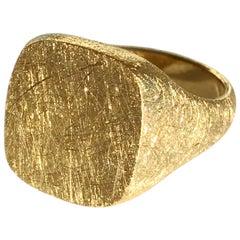 Dalben 18 Karat Yellow Gold Signet Ring