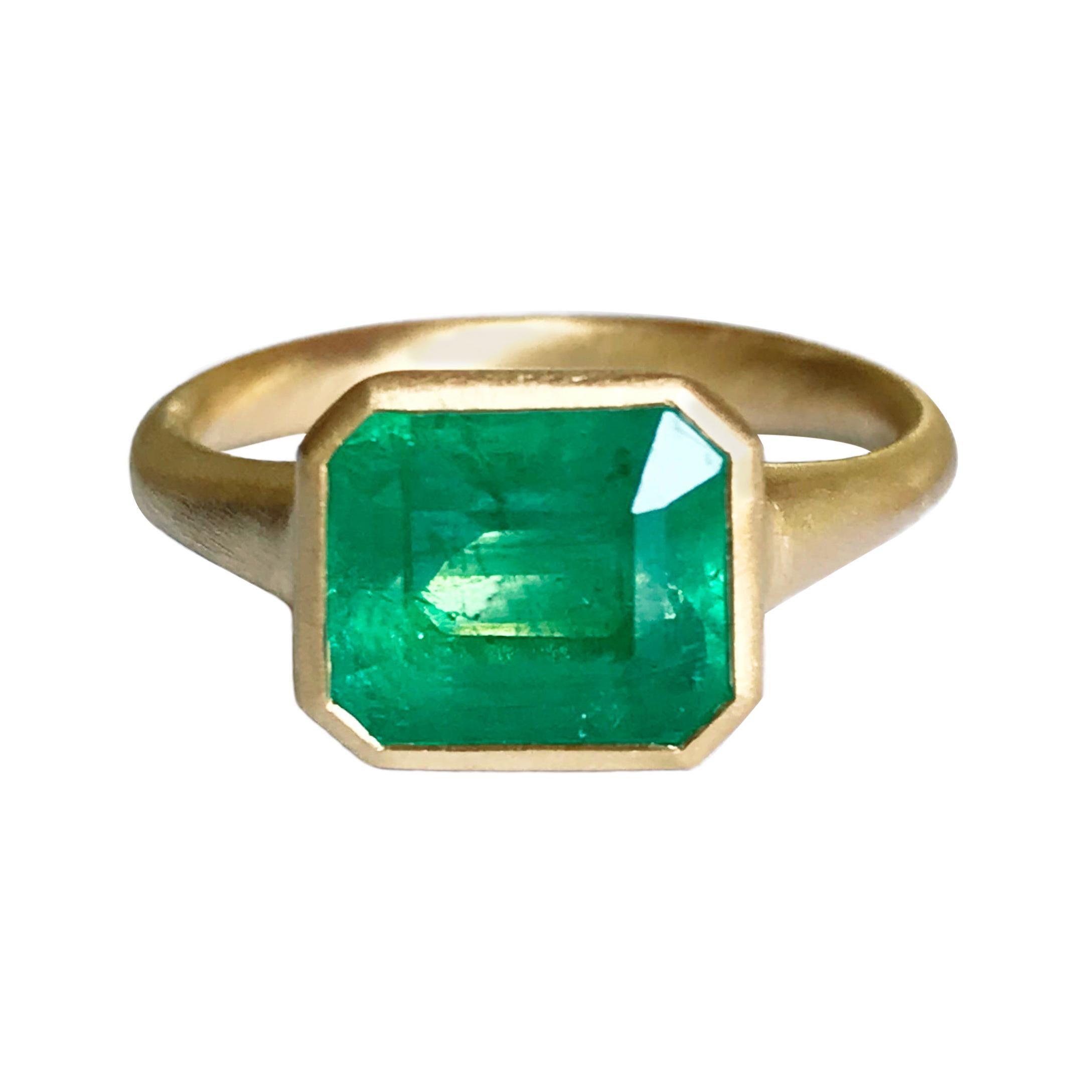 Dalben 3,86 Carat Emerald Yellow Gold Ring
