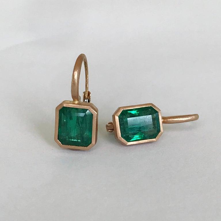 Dalben 5,4 Carat Deep Green Emerald Rose Gold Earrings For Sale 4