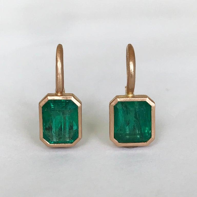 Dalben 5,4 Carat Deep Green Emerald Rose Gold Earrings For Sale 5