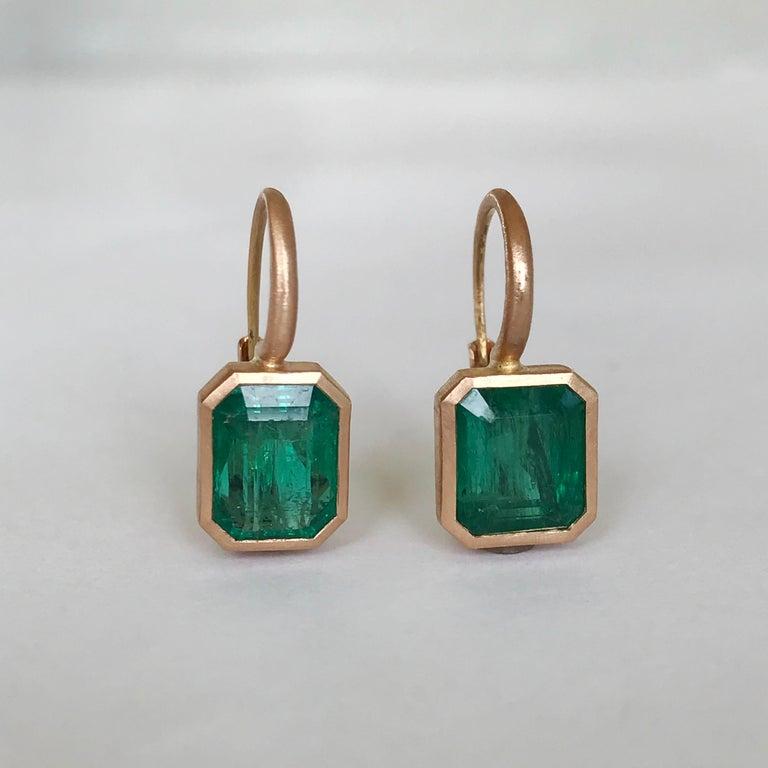 Dalben 5,4 Carat Deep Green Emerald Rose Gold Earrings For Sale 7