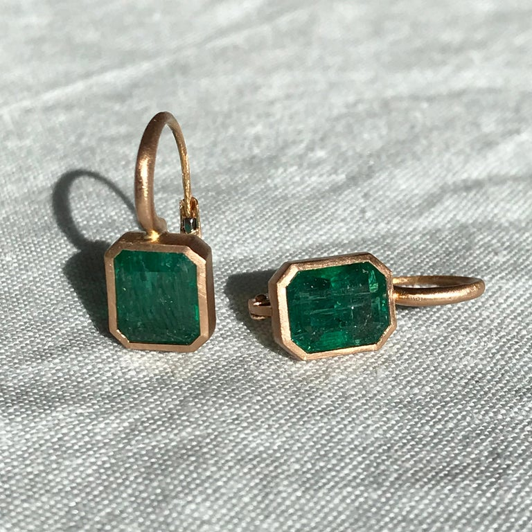 Dalben 5,4 Carat Deep Green Emerald Rose Gold Earrings For Sale 8