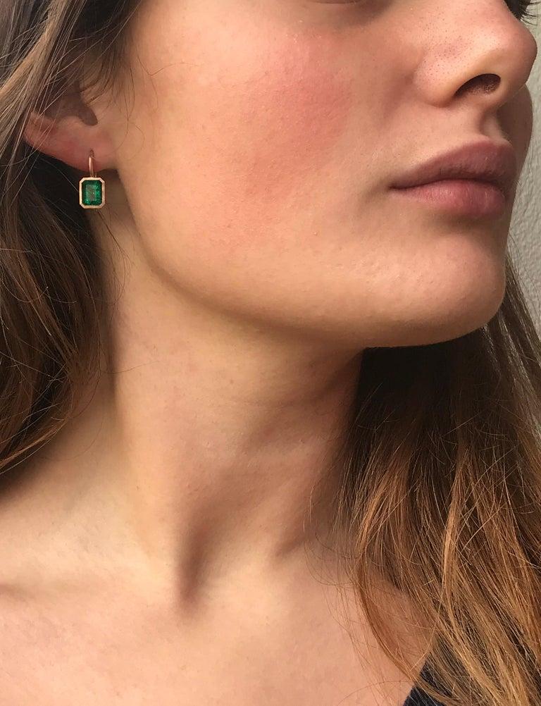 Contemporary Dalben 5,4 Carat Deep Green Emerald Rose Gold Earrings For Sale
