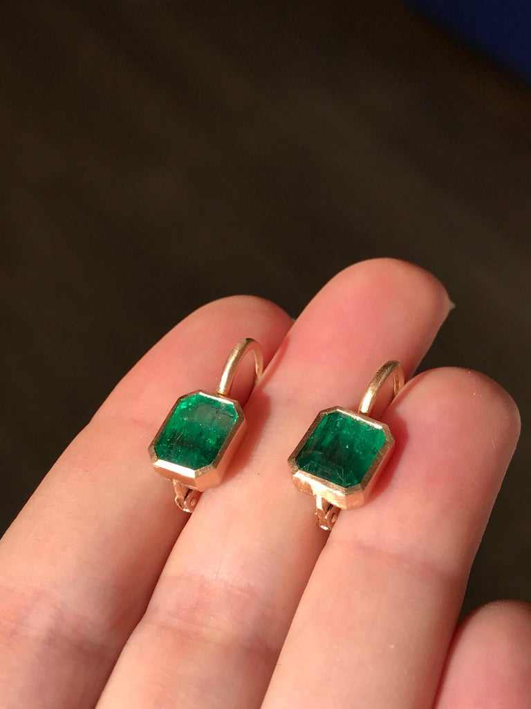 Dalben 5,4 Carat Deep Green Emerald Rose Gold Earrings In New Condition For Sale In Como, IT