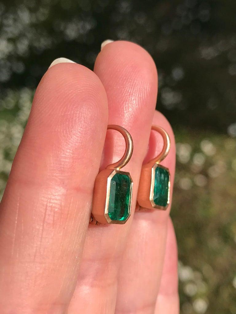 Women's Dalben 5,4 Carat Deep Green Emerald Rose Gold Earrings For Sale