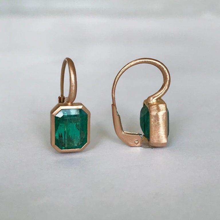 Dalben 5,4 Carat Deep Green Emerald Rose Gold Earrings For Sale 2