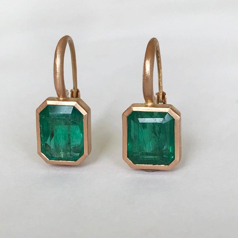 Dalben 5,4 Carat Deep Green Emerald Rose Gold Earrings For Sale 3