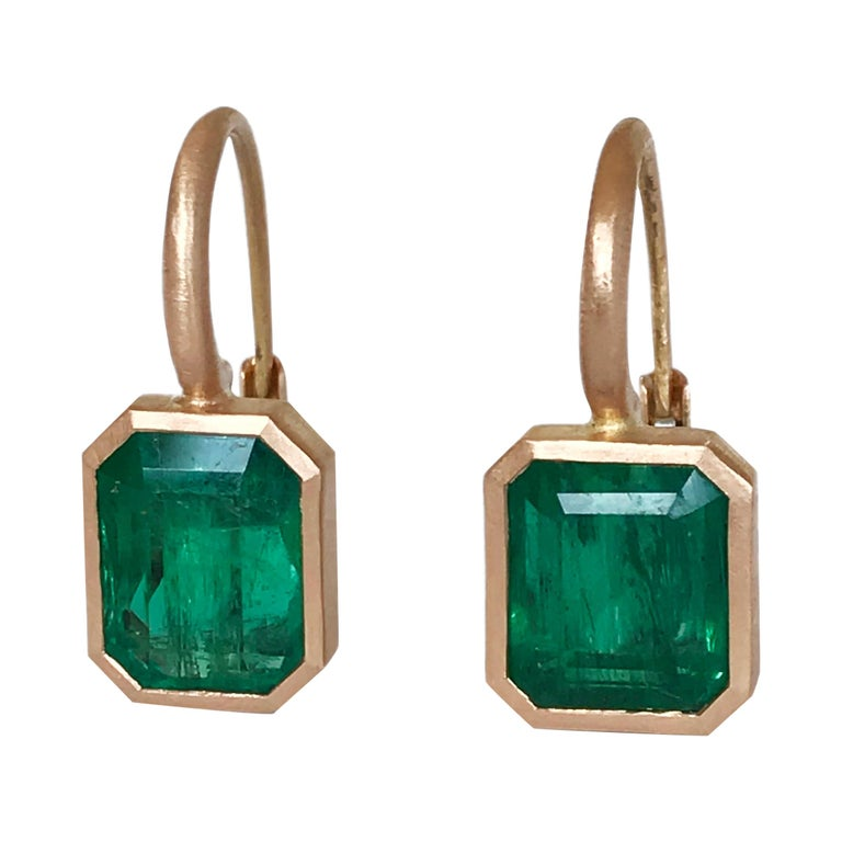 Dalben 5,4 Carat Deep Green Emerald Rose Gold Earrings For Sale
