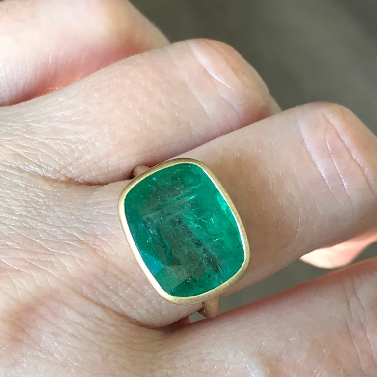 Dalben 8.8 Carat Pale Green Emerald Yellow Gold Ring For Sale 4