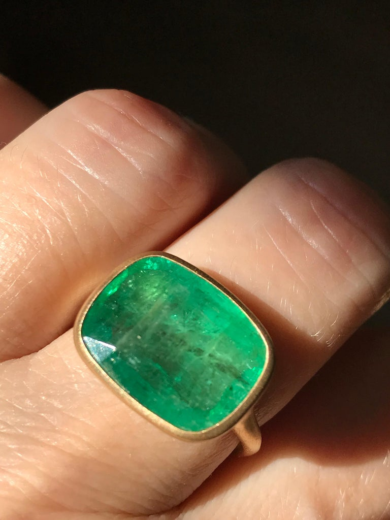 Dalben 8.8 Carat Pale Green Emerald Yellow Gold Ring For Sale 5