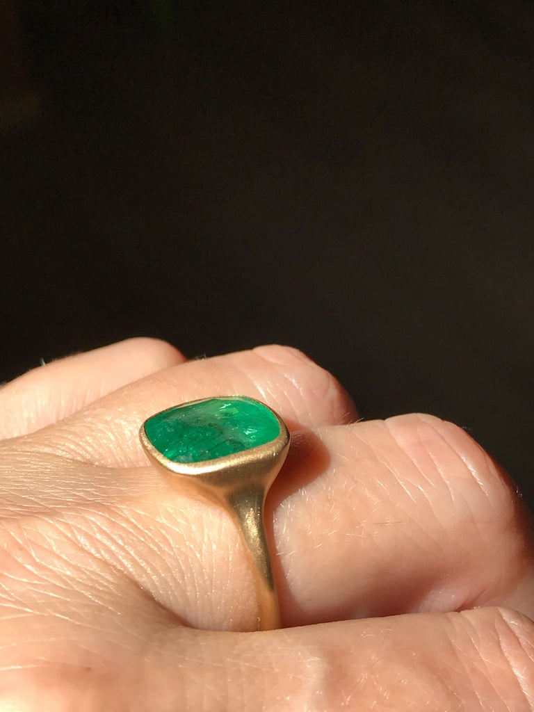 Dalben 8.8 Carat Pale Green Emerald Yellow Gold Ring For Sale 6