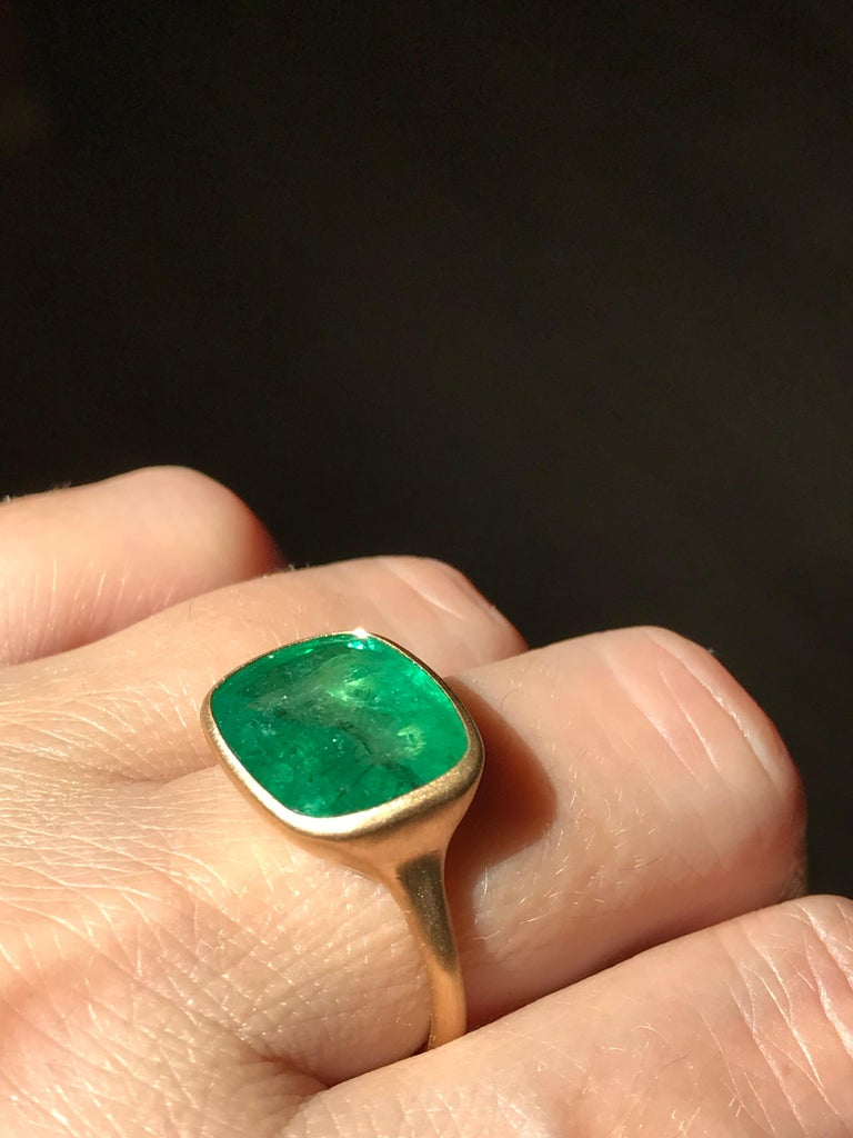 Dalben 8.8 Carat Pale Green Emerald Yellow Gold Ring For Sale 7