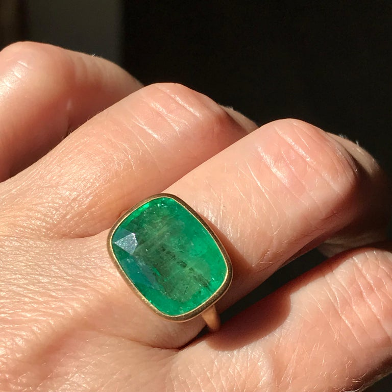 Dalben 8.8 Carat Pale Green Emerald Yellow Gold Ring For Sale 8